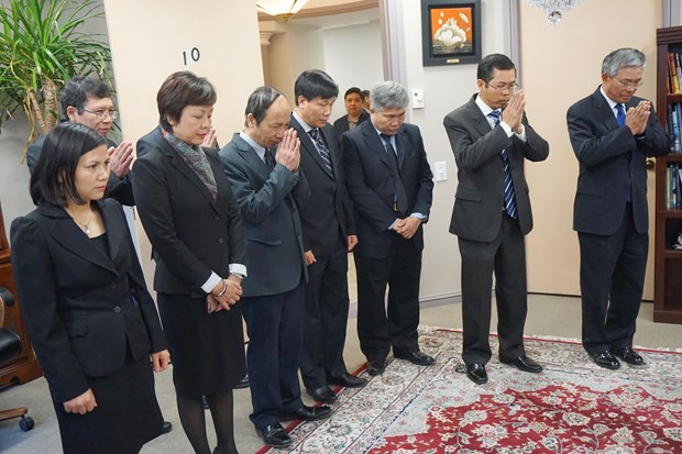 Memorial services hosted for former PM overseas hinh anh 1