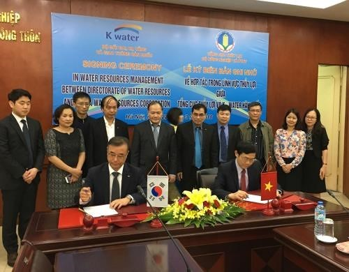 Vietnam, RoK firm sign irrigation cooperation deal hinh anh 1