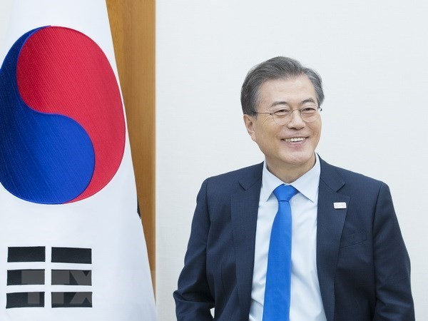 President Moon's VN visit to expand RoK's economic market worldwide hinh anh 1