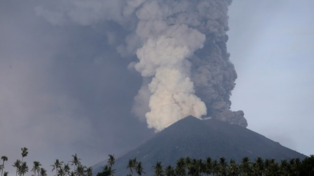Indonesia: toxic gas from volcano harms 30 people hinh anh 1