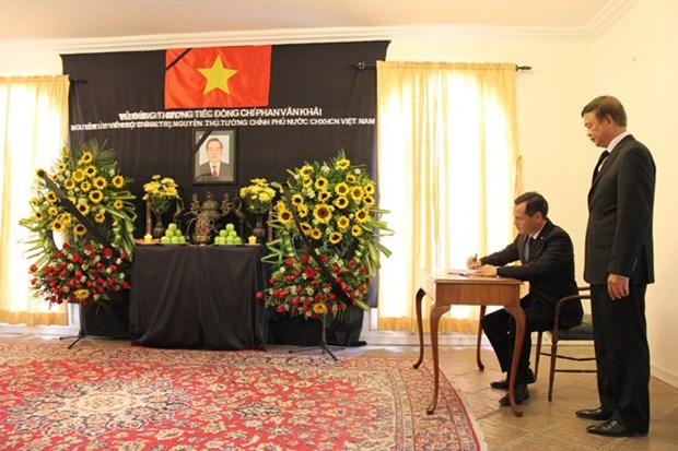 Int'l friends, overseas Vietnamese bid last farewells to former PM hinh anh 1