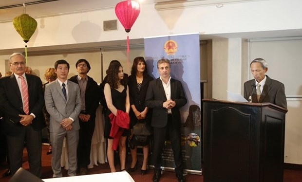 Ambassador meets Argentinean guests on ties celebration hinh anh 1