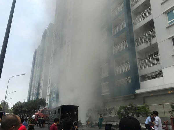 PM directs settlement of HCM City apartment building fire hinh anh 1
