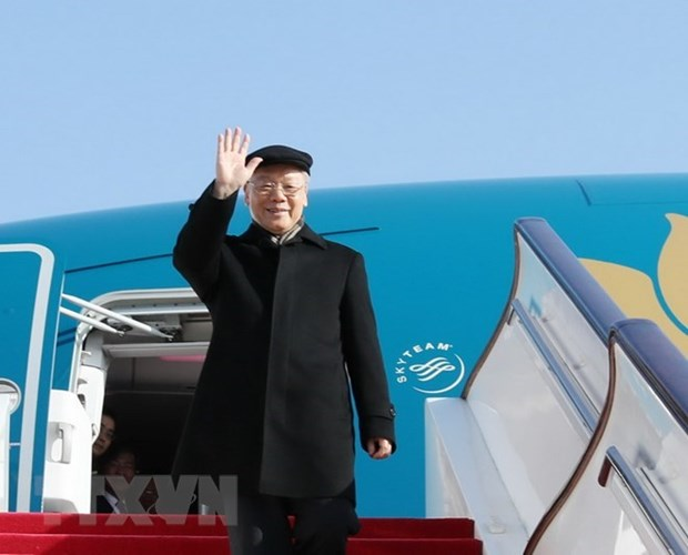 Party leader leaves Hanoi for official visit to France hinh anh 1