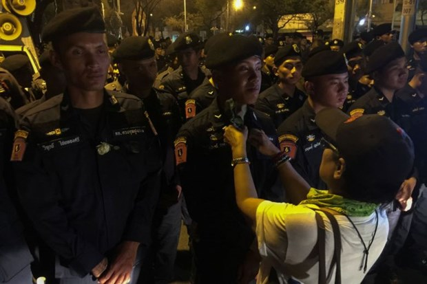 Thailand: pro-democracy protesters march in Bangkok hinh anh 1