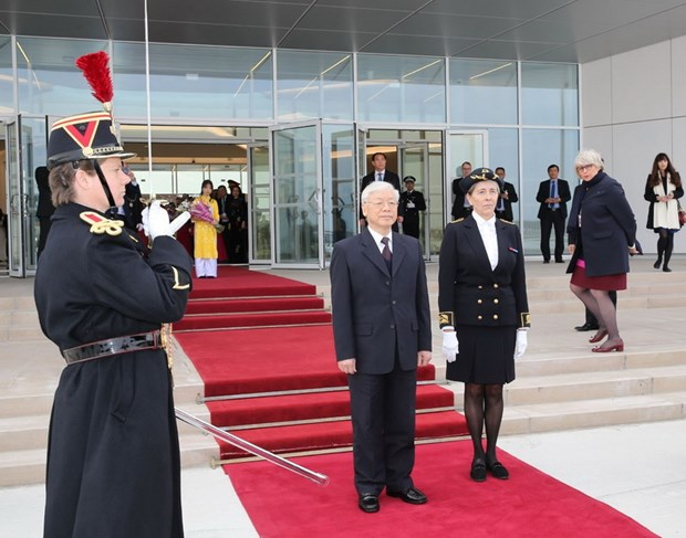 Party leader Nguyen Phu Trong begins official visit to France hinh anh 1