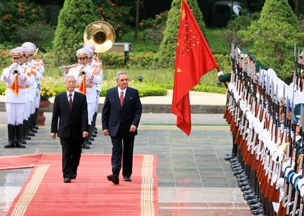 Party chief's Cuba visit consolidates mutual political trust hinh anh 1