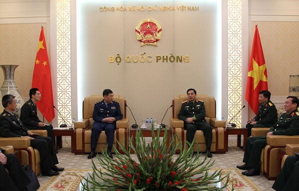 Vietnam, China forge military cooperation hinh anh 1