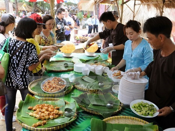 Vietnamese salt consumption doubles WHO-recommended level hinh anh 1