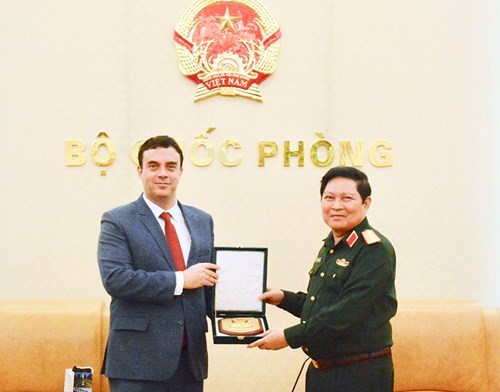 Ambassador vows to deepen Vietnam-Israel defence ties hinh anh 1