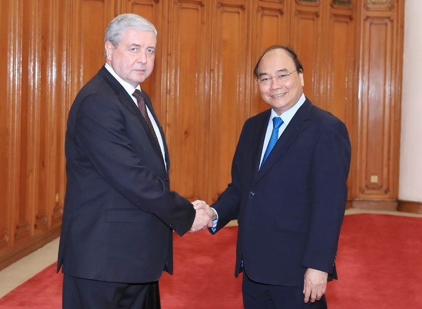PM Nguyen Xuan Phuc wants bigger trade value with Belarus hinh anh 1