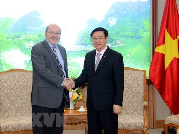 Vietnam wants IMF's support in economic restructuring hinh anh 1