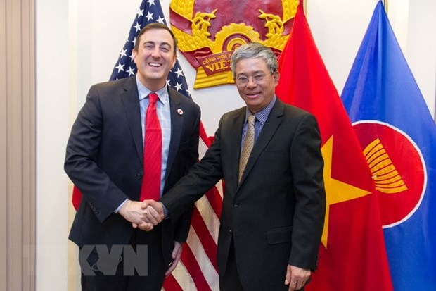 Vietnam, US enhance cooperation in humanitarian activities hinh anh 1