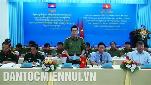 Tay Ninh, Cambodian localities cooperate to fight border crime hinh anh 1
