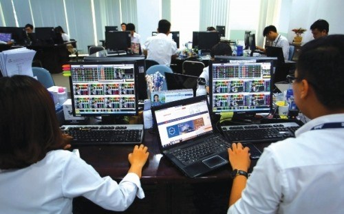 Shares end three-day rally on fears of volatility hinh anh 1