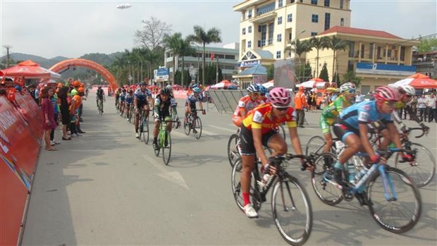 HCM City TV cycling race kicks off in Lang Son hinh anh 1