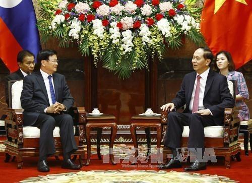 President Tran Dai Quang meets with Lao PM Thongloun Sisoulith hinh anh 1