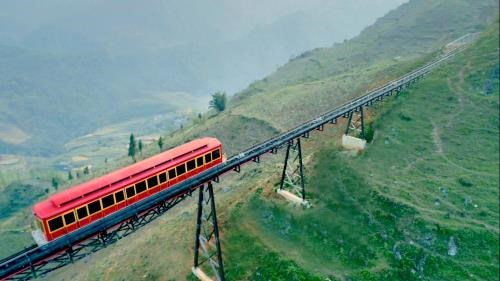 Mountain train from Sa Pa to Fansipan station opens hinh anh 1