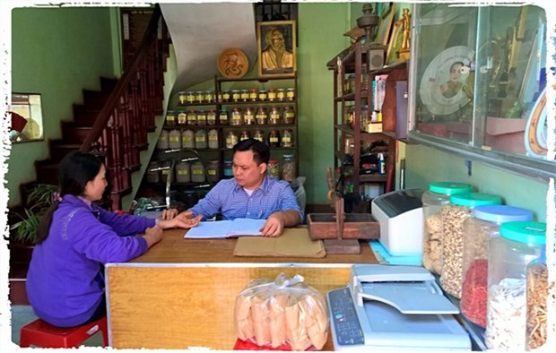 Disadvantaged herbalist with golden heart hinh anh 1