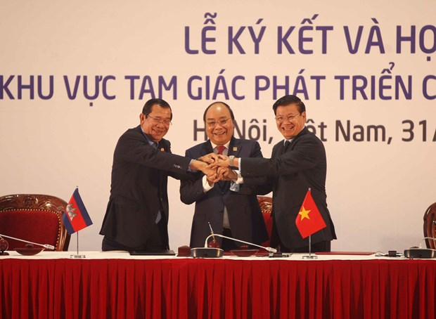 Joint Declaration on CLV development triangle cooperation signed hinh anh 1