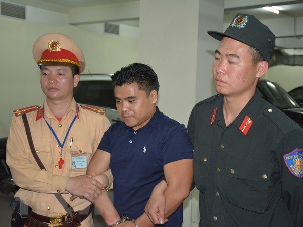 Quang Ninh: Foreign-registered car found carrying 100 bricks of heroin hinh anh 1