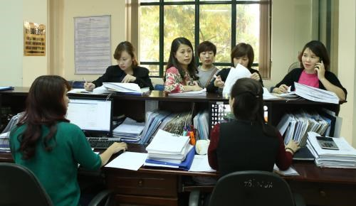 HCM City's budget collection continues growing, but faces challenges hinh anh 1