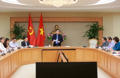 Deputy PM calls for efforts to keep core inflation at 1.6-1.8 percent hinh anh 1
