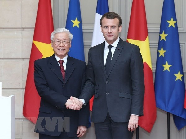 Party chief's visits expand economic ties with Cuba, France hinh anh 1