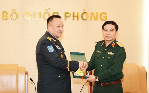 Vietnam, Mongolia boost defence ties hinh anh 1