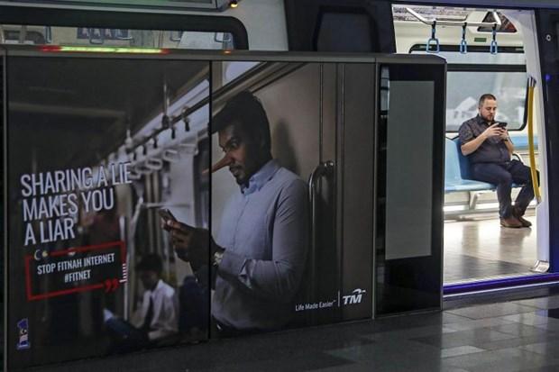 Malaysia passes anti-fake news law hinh anh 1