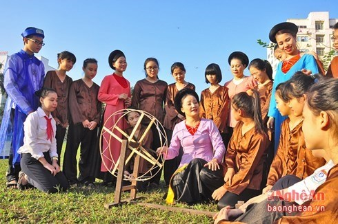 Art project preserves folk singing in southern region hinh anh 1