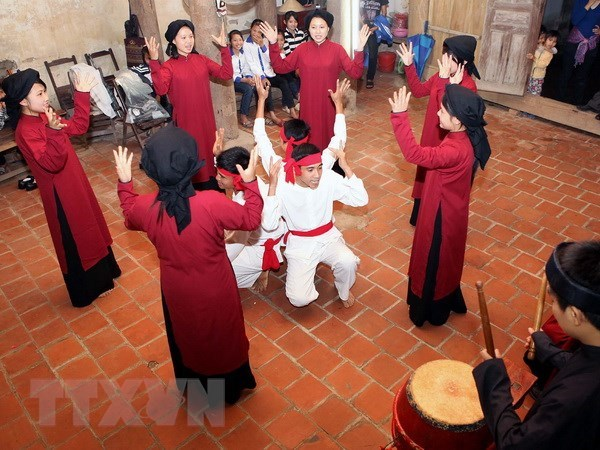 Tour explores Xoan singing in ancient village hinh anh 1
