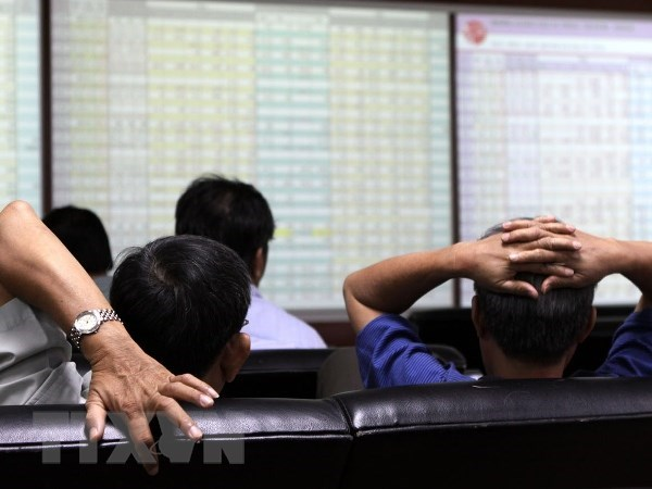 VN-Index returns to 1,190 benchmark after stocks recover hinh anh 1