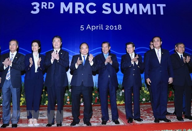 PM attends third Mekong River Commission Summit hinh anh 1