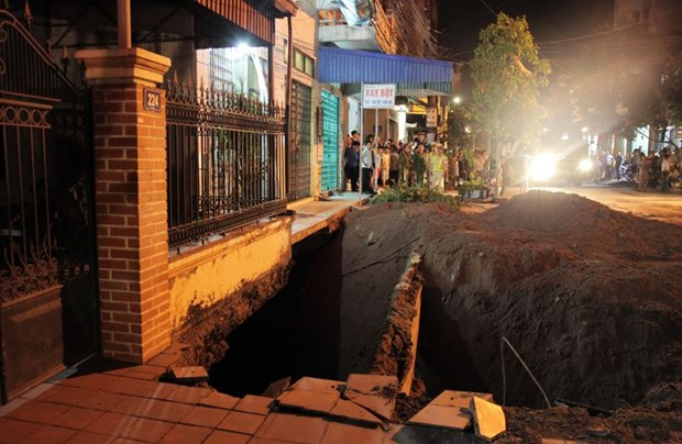 Quang Ninh: land subsidence drills hole in residential area hinh anh 1