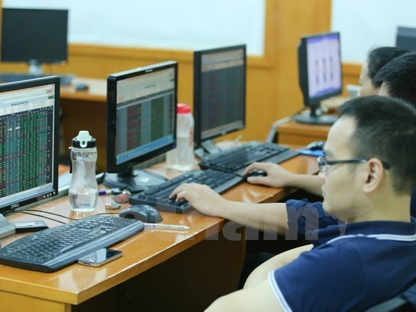 VN-Index keeps upward trend, approaching 1,200 points hinh anh 1