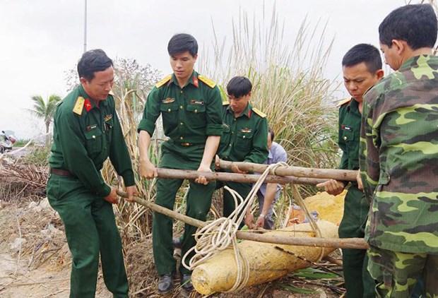Quang Ninh, Hoa Binh tackle war-left bombs hinh anh 1