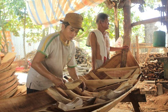 Boat making village seeks to preserve tradition hinh anh 1
