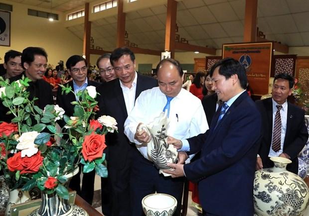 Prime Minister makes surprise visit to Chu Dau ceramic village hinh anh 1