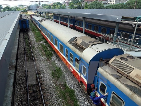 Vietnam plans to build faster railway to China border hinh anh 1