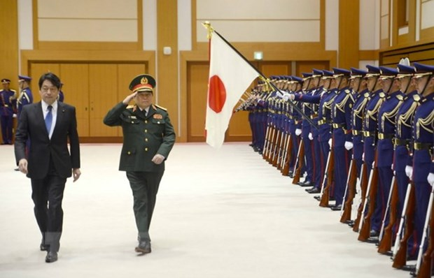 Vietnamese, Japanese defence ministers hold talks hinh anh 1