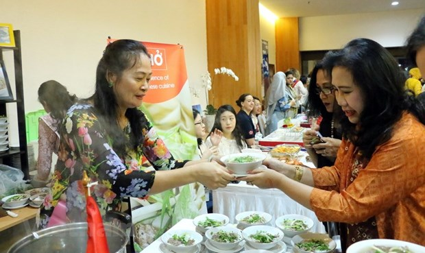 Vietnam joins ASEAN food festival to help poor children hinh anh 1