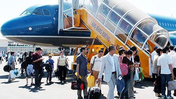 Vietnam Airlines to add 300 flights during upcoming holidays hinh anh 1