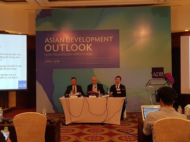 ADB forecasts Vietnam's economy to grow 7.1 percent in 2018 hinh anh 1