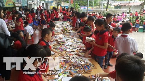 Nearly 3,000 book titles donated to poor children in Lao Cai hinh anh 1