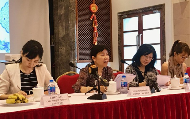 Chinese Embassy in Vietnam meets with local reporters hinh anh 1