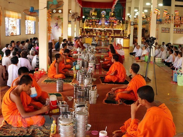 Chol Chnam Thmay greetings delivered to Khmer people hinh anh 1