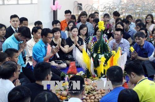 Lao students in Son La enjoy traditional Bunpimay Festival hinh anh 3