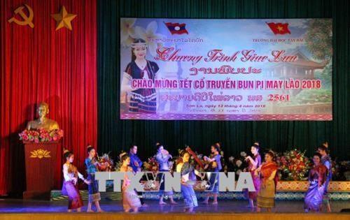 Lao students in Son La enjoy traditional Bunpimay Festival hinh anh 1