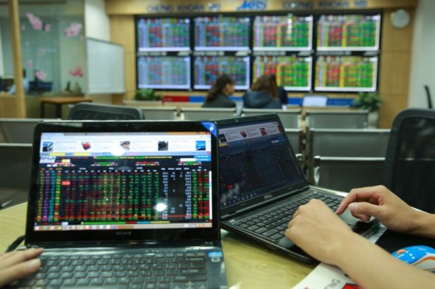 Shares dragged down by blue-chips hinh anh 1